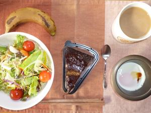 生チョコミルフィーユ,サラダ,目玉焼き,バナナ,コーヒー