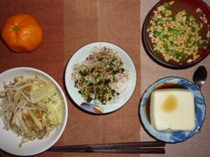麦飯入り五穀米,ふりかけ,蒸し野菜,温奴,納豆汁,おみかん