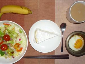 クリームチーズタルト,サラダ,目玉焼き,バナナ,コーヒー