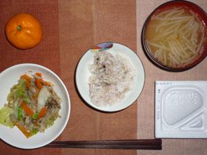 麦飯入り五穀米,納豆,蒸し野菜,もやしのみそ汁,ミカン