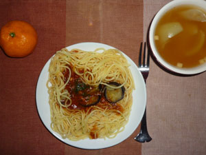 茄子のミートソーススパゲティ,玉ねぎのスープ,ミカン