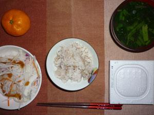 麦飯入り五穀米,納豆,大根サラダ,ほうれん草のみそ汁,ミカン