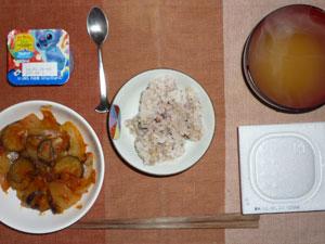 麦飯入り五穀米,納豆,茄子と玉ねぎのトマトソース,ワカメのみそ汁,ヨーグルト