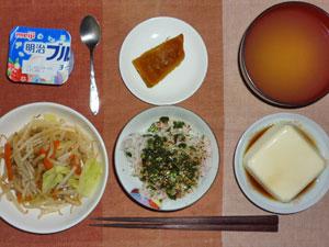 麦飯入り五穀米,ふりかけ,蒸し野菜炒め,温奴,カボチャの煮物,ワカメのみそ汁,ヨーグルト