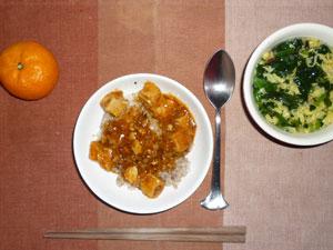 麻婆豆腐丼,ほうれん草と玉子のスープ,みかん