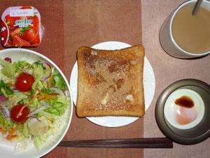 シナモンシュガートースト,サラダ,目玉焼き,ヨーグルト,コーヒー