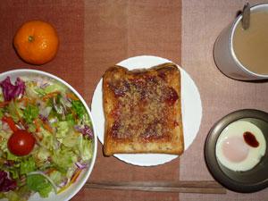 イチゴジャムトースト,サラダ,目玉焼き,みかん,コーヒー