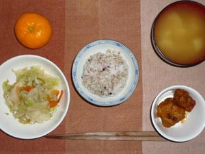 胚芽押麦入り五穀米,鶏の唐揚げ,蒸し野菜,ジャガイモのみそ汁,みかん