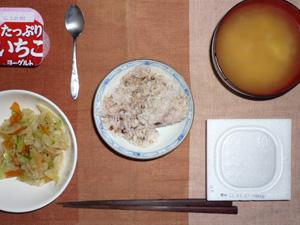 胚芽押麦入り五穀米,納豆,蒸し野菜,ジャガイモのおみそ汁,ヨーグルト