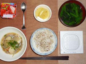胚芽押麦入り五穀米,納豆,サトイモと野菜の煮物,たくあん,ほうれん草のおみそ汁,ヨーグルト