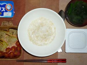 玄米粥,納豆,焼き野菜(玉葱,プチトマト),ほうれん草のおみそ汁,ヨーグルト