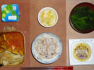 胚芽押麦入り五穀米,納豆,焼き野菜(トマト,カボチャ,玉葱),白菜の漬物,ほうれん草のおみそ汁,ヨーグルト