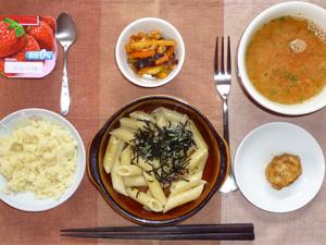 ペンネきのこソース,マッシュポテト,鶏の唐揚げ,野菜炒め,トマトスープ,ヨーグルト