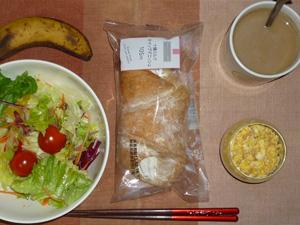 ホイップデニッシュ,サラダ,スクランブルエッグ,バナナ,コーヒー