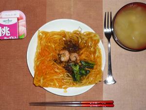 汁なし担担麺,玉葱のおみそ汁,ヨーグルト