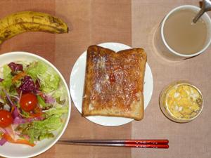 イチゴジャムトースト,サラダ,スクランブルエッグ,バナナ