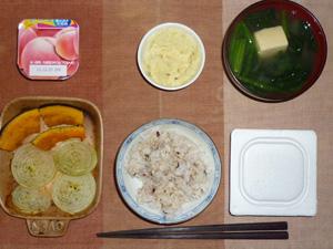 胚芽押麦入り五穀米,納豆,焼き野菜(カボチャ,玉葱),マッシュポテト,ほうれん草のおみそ汁,ヨーグルト