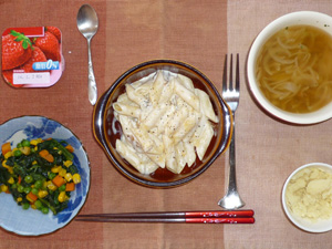 ペンネきのこチーズクリーム,ほうれん草のソテー,マッシュポテト,オニオンスープ,ヨーグルト