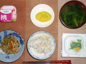胚芽押麦入り五穀米,納豆,鶏と野菜のにんにく醤油炒め,プチオムレツ,ほうれん草のおみそ汁,ヨーグルト