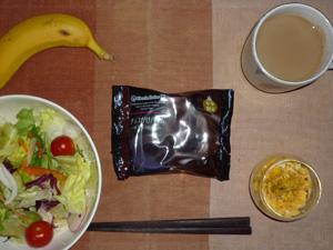 チョコがけバウムクーヘン,サラダ,スクランブルエッグ,バナナ,コーヒー