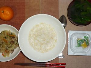 玄米粥,蒸し野菜の生姜醤油炒め,納豆,ほうれん草のおみそ汁,みかん