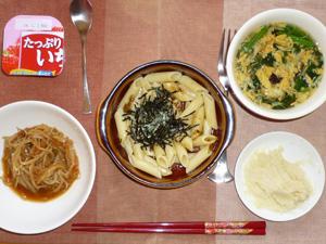 ペンネきのこと野沢菜のにんにく醤油,もやしとお野菜の肉味噌炒め,マッシュポテト,ほうれん草と玉子の中華スープ,ヨーグルト
