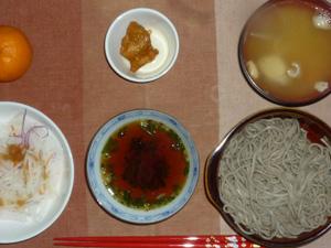 8割蕎麦,大根のサラダ,鶏の唐揚げ,玉ねぎのおみそ汁,みかん