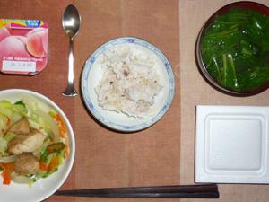 胚芽押麦入り五穀米,納豆,蒸し鶏と蒸し野菜,ほうれん草のおみそ汁,ヨーグルト