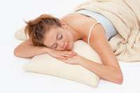 写真:睡眠中。でも寝ている時は、化粧は落とそう!