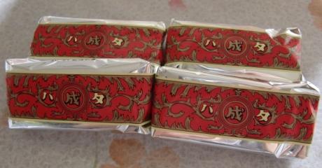 菓名の由来は、十勝開拓の祖・依田勉三が率いる晩成社が十勝で最初に作ったバター「マルセイバタ」に因み、包み紙もそのラベルを模しています。