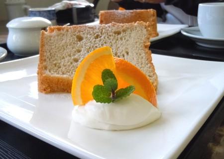 ミルクティーのシフォンケーキと国産無農薬ネーブル