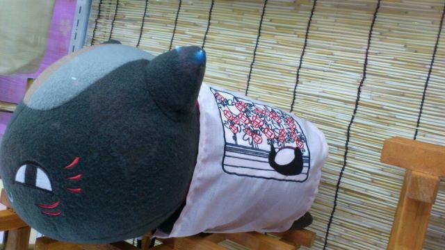 黒ニャンコ枕(刺繍アップ)