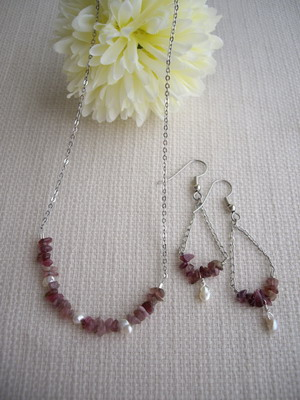 bar style necklace&earrings