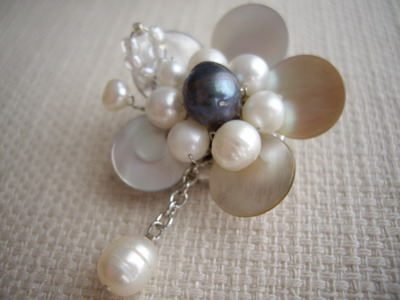 shell&flower brooch