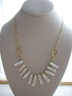 peridot and stickpearl necklace