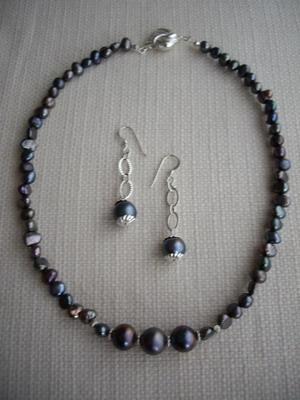 black pearl necklace& earrings