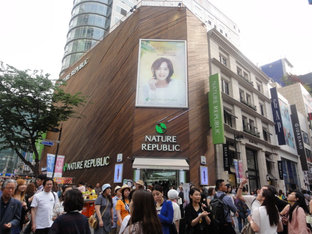 2012年6月明洞化粧品店