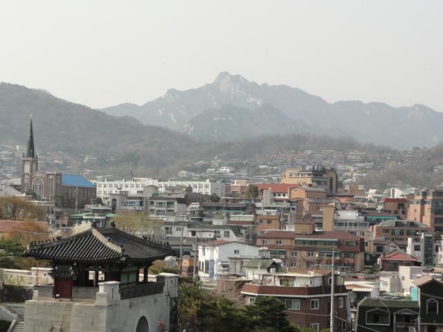 2013年4月17日 ソウル城郭 恵化門を臨む