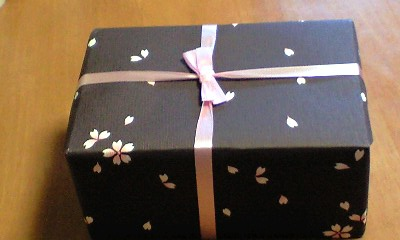 桜吹雪の包装紙