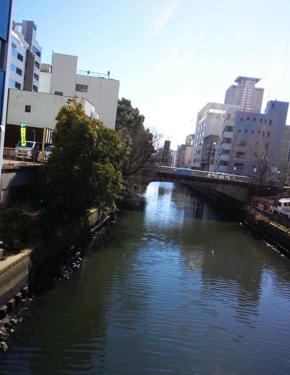 南隣の伝馬橋はシンプル