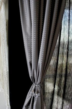 リビングのカーテン バルーンカーテン 出窓 (4)