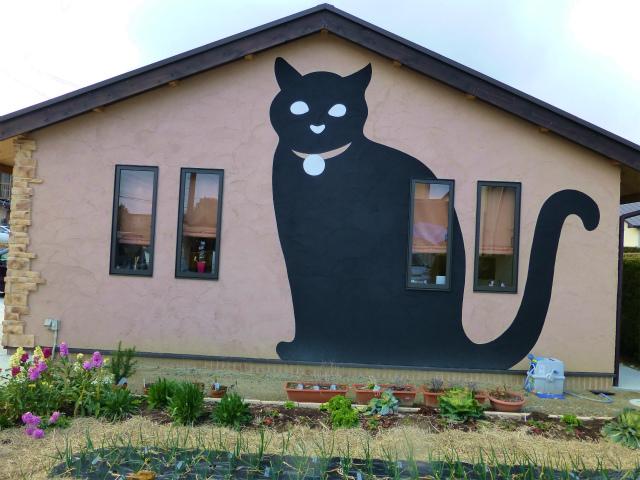 cafe猫の散歩道の黒猫の壁画(25年3月4日)