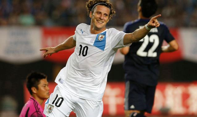 Diego-Forlan-doblete-amistoso-Japon_ALDIMA20130814_0001_6.jpg
