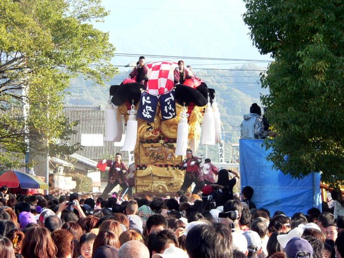 八旛神社に奉納かき比べの下郷太鼓台