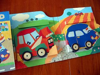 「Le Grand Garage」の中の小さなクルマ絵本