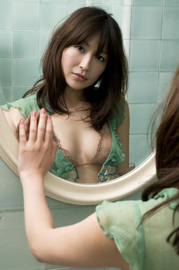 【No.605】 鏡越し / 小野真弓