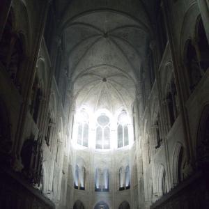 聖堂 静寂 光 神