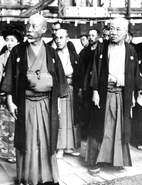 上野理一(右)と村山龍平(左)
