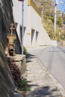 江島道:稲村ヶ崎の崖下に残る井戸