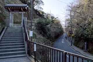 江島道:成就院の由比ヶ浜側の参道と極楽寺坂